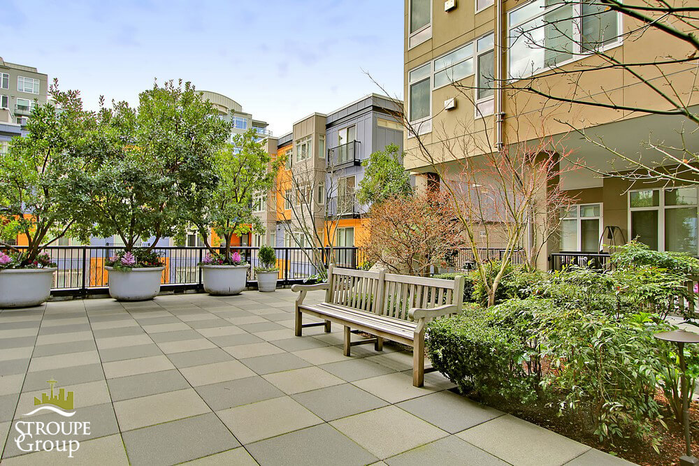 Ellington-condo-2801-1st-ave-belltown-seattle-terrace-3