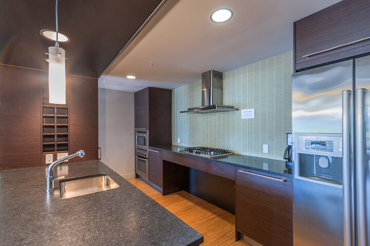 Enso-condo-820-blanchard-st-denny-triangle-seattle-club-room-kitchen